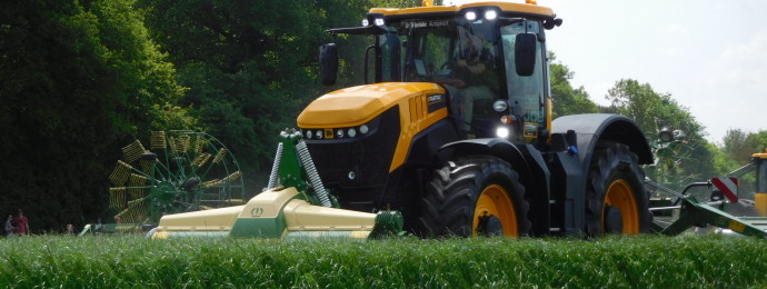 JCB 8330 triple mowers 01